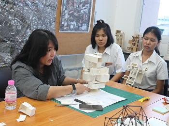 แบ่งกลุ่มตรวจแบบนักศึกษาชั้นปีที่ 1 สาขาวิชาสถาปัตยกรรม